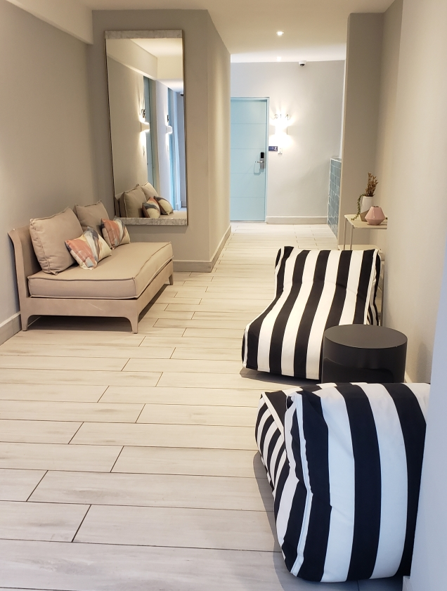 tropica hallway